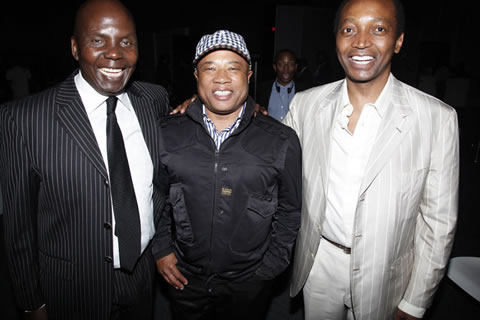 Where is Montle? Muscling in between Patrice and Tony