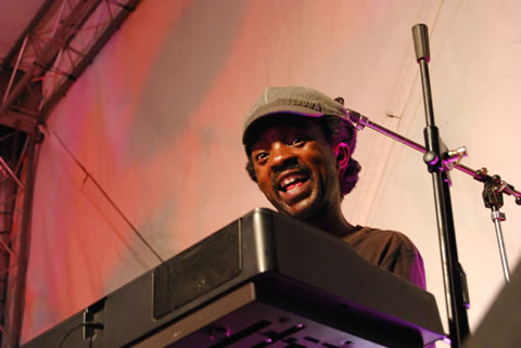 Abrie Mmakola on keys (Tidal Waves)