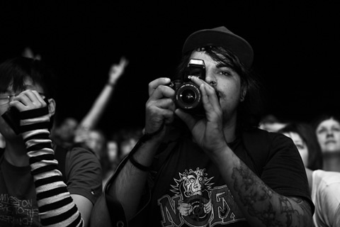 Check this dude with the manual focus. Respect!