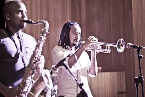 Lwanda Gogwana - On stage